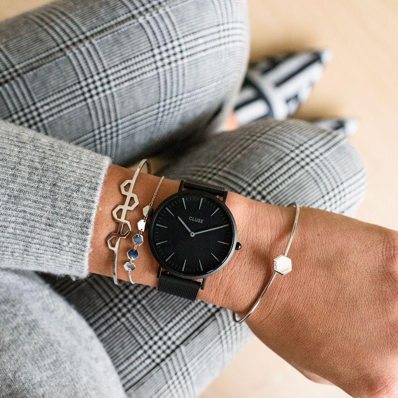 piękny czarny zegarek Cluse